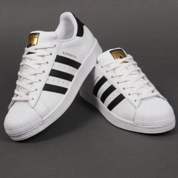 le adidas superstar bianca con strisce nere poshmark